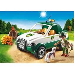 Garde forestier avec pick-up