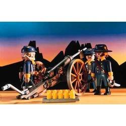 Civil War Union Soldiers With Cannon